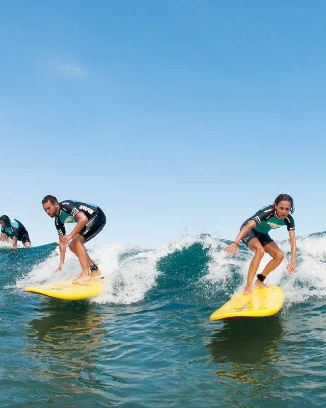 CLASES SURF PAREJAS