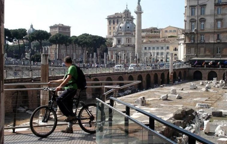Rome Bike Tour with Electric-Assist Bicycle