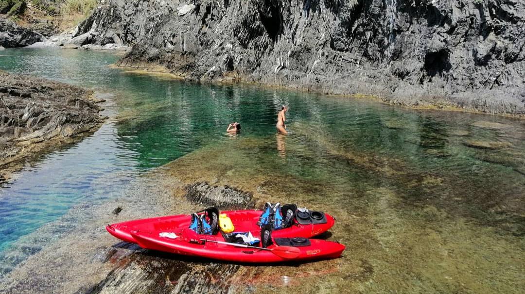 carnassa cinque terre kayak tour picture 3
